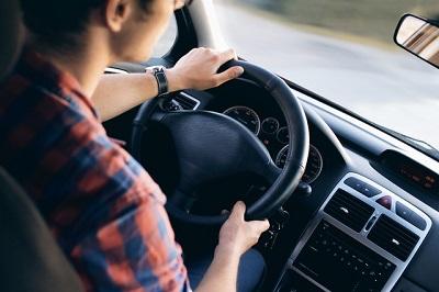 Abhörwanzen im Auto installieren
